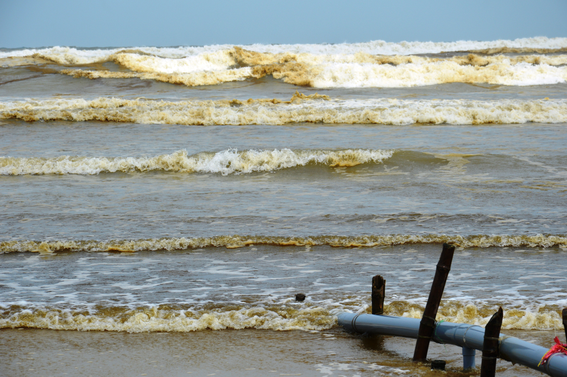 The affected beach is located near the Dung Quoc Economic Zone. Photo: Tran Mai / Tuoi Tre