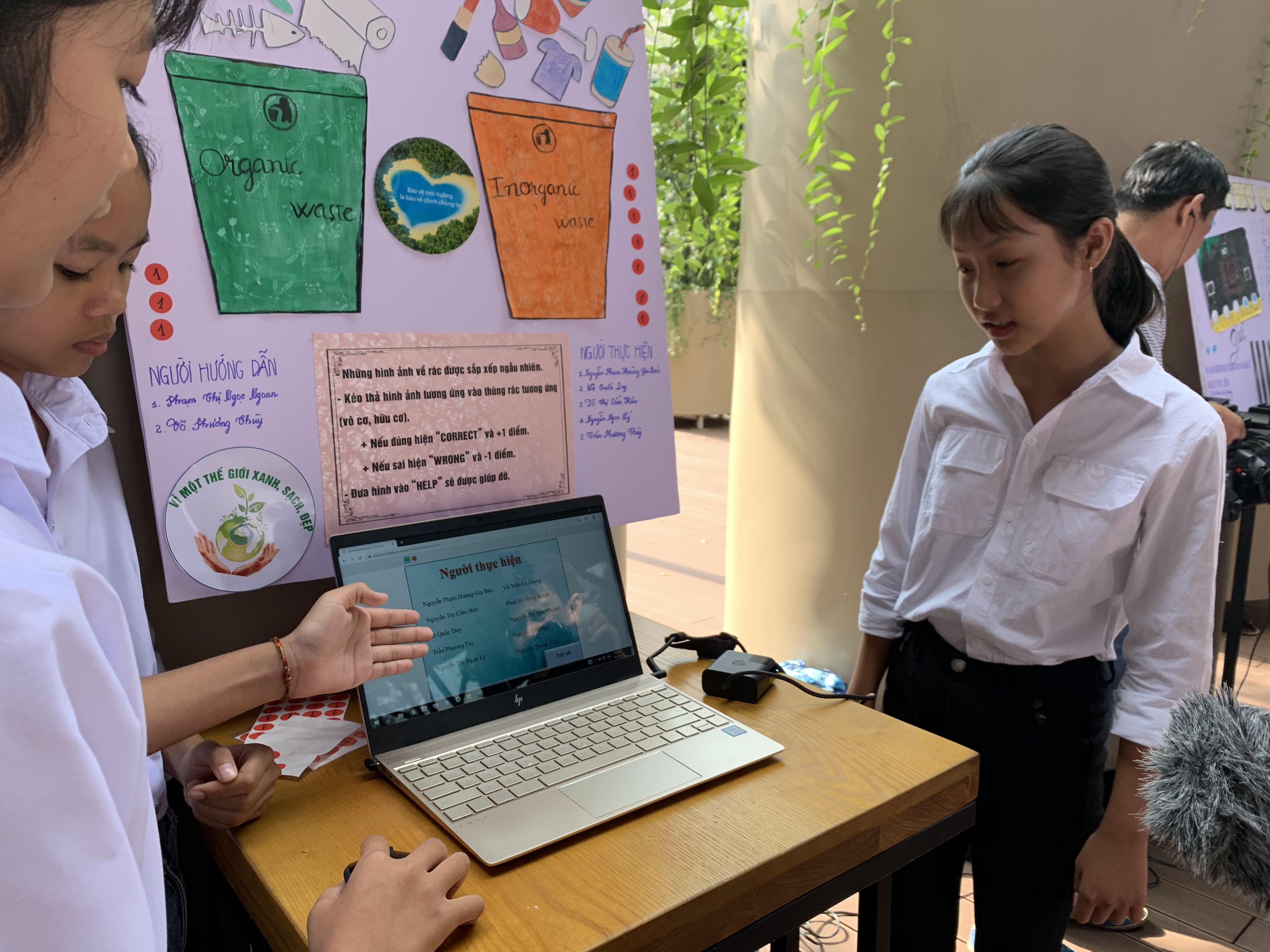 A group of students introduce their programing product at the launch of the second phase of the 'Coding your future with Google' project in Ho Chi Minh City on December 5, 2019. Photo: Bao Anh / Tuoi Tre
