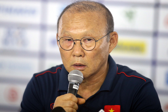 Vietnam's head coach Park Hang Seo speaks at a pre-match press conference in Manila, the Philipines, December 6, 2019. Photo: N.K. / Tuoi Tre