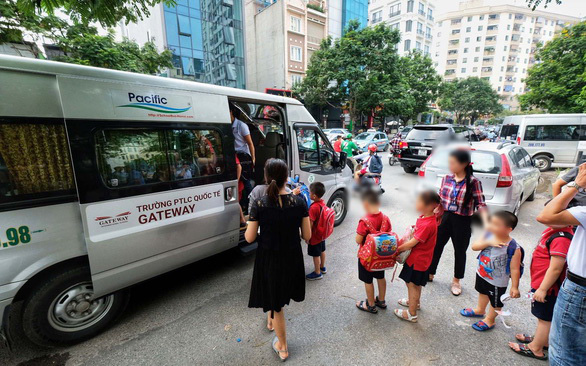 A 16-seater Ford Transit van, similar to the one in which a first grader was neglected for nine hours on August 6, picks up students outside the Gateway School in Hanoi. Photo: Nam Tran / Tuoi Tre