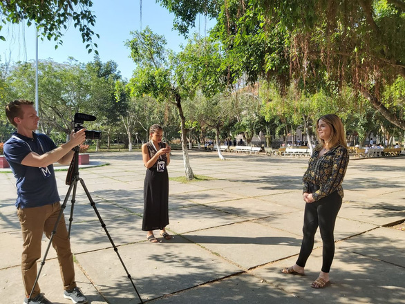 Jenna Bush Hager (R), daughter of former U.S. President George W. Bush and the host of NBC's morning news program, prepares for a recording session with her crew in Long An Province, Vietnam, December 9, 2019. Photo: N. Binh / Tuoi Tre