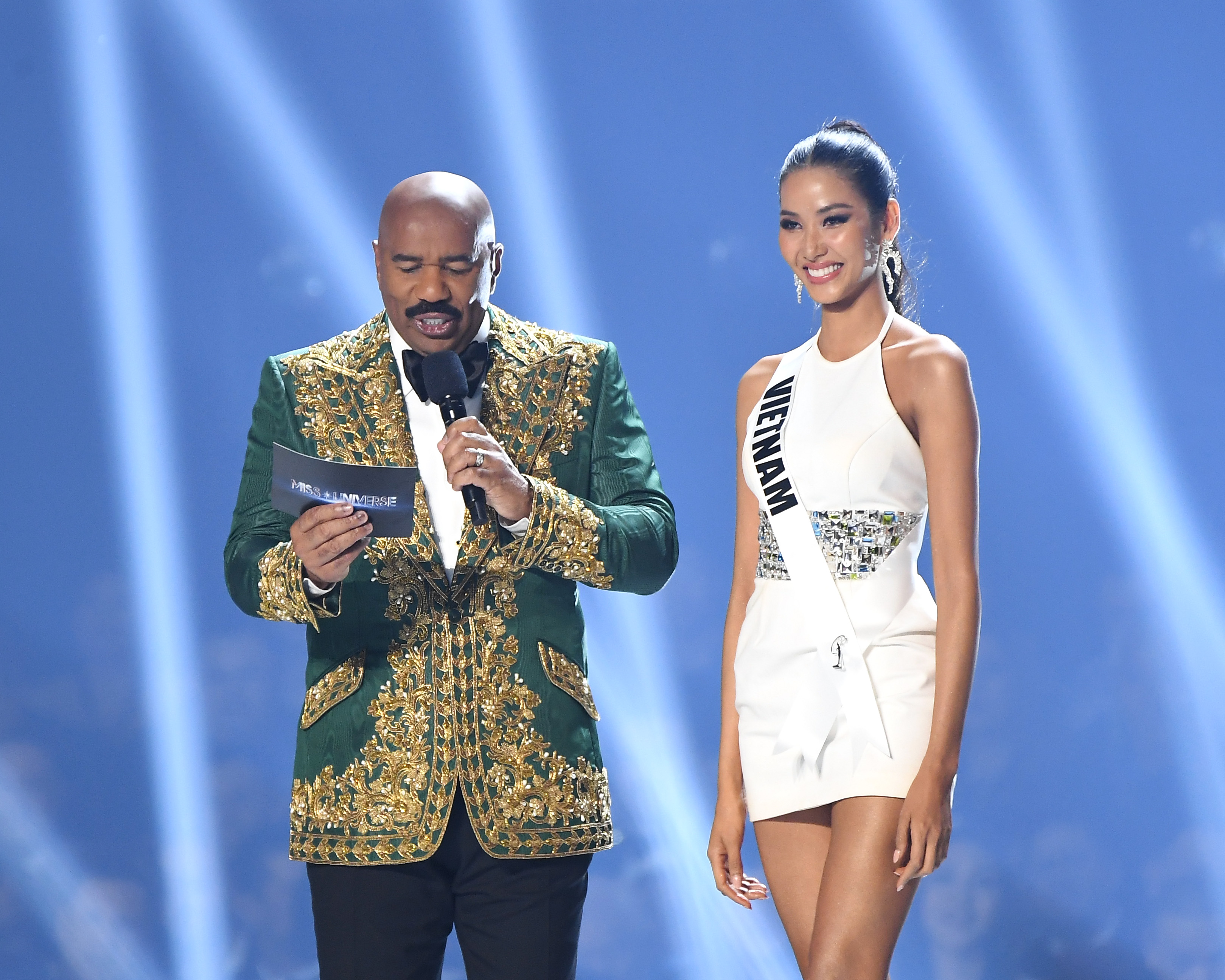 Steve Harvey and Miss Vietnam Hoang Thuy speak on stage at the 2019 Miss Universe Pageant at Tyler Perry Studios on December 08, 2019 in Atlanta, Georgia. Photo: AFP
