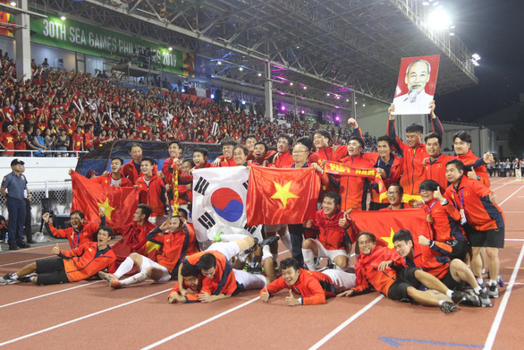 Invincible Vietnam destroy Indonesia to claim historic gold medal in SEA Games men's football