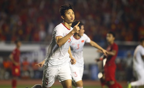 Vietnam's Doan Van Hau celebrates scoring a goal in the finale against Indonesia of men's football at the 2019 Southeast Asian Games in the Philippines, December 10, 2019. Photo: Tuoi Tre