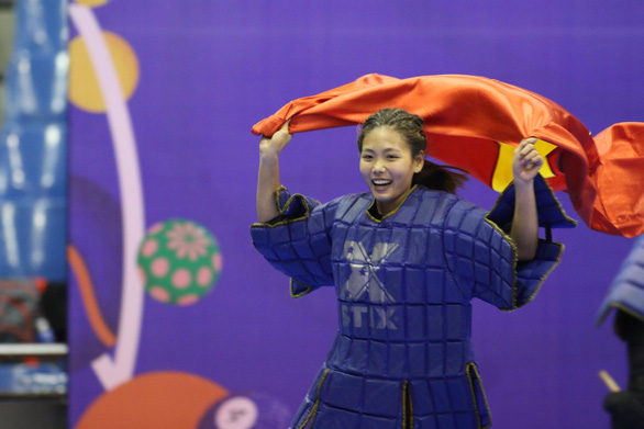 Vietnam's Dao Thi Hong Nhung celebrates her gold medal in stick-wielding martial art at the 30th SEA Games in the Philippines on December 1, 2019. Photo: Khuong Xuan / Tuoi Tre