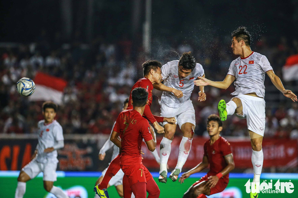 Vietnam's Doan Van Hau (number 5) scores the opening goal in the finale against Indonesia of men's football at the 2019 Southeast Asian Games in the Philippines, December 10, 2019. Photo: Nguyen Khoi / Tuoi Tre