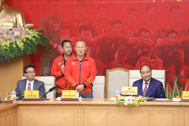 Vietnam's U22 men's football head coach Park Hang Seo speaks at the Government Office in Hanoi on December 11, 2019. Photo: Viet Dung / Tuoi Tre