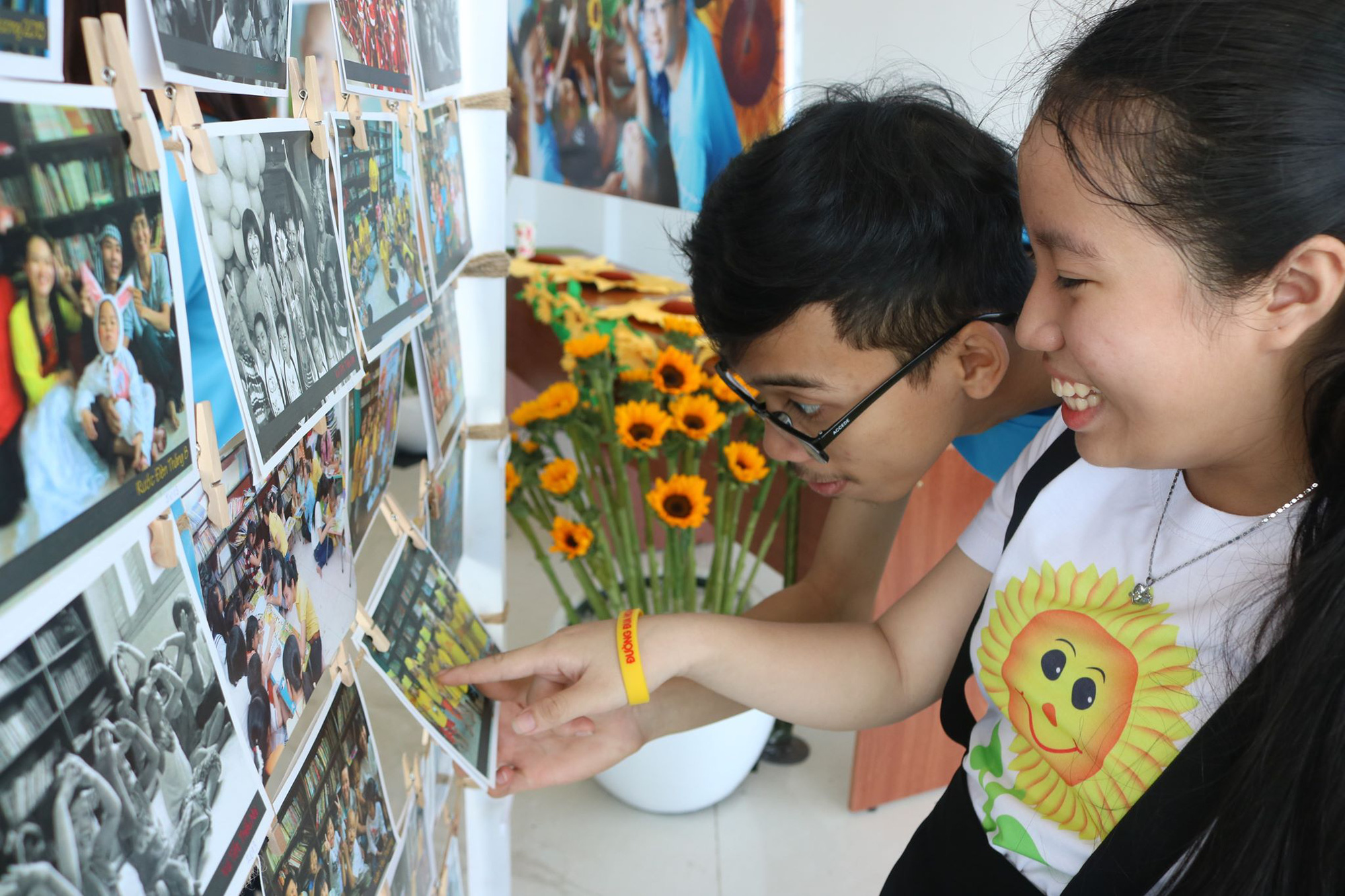 Photographs capturing children journeys of fighting cancer are presented at the event. Photo: Duy Khanh / Tuoi Tre