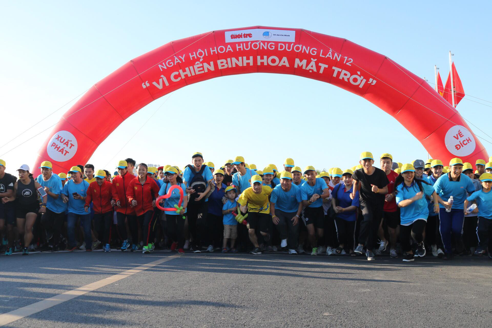 The charity run kicks off at 7:15 am. Photo: Hoang An / Tuoi Tre