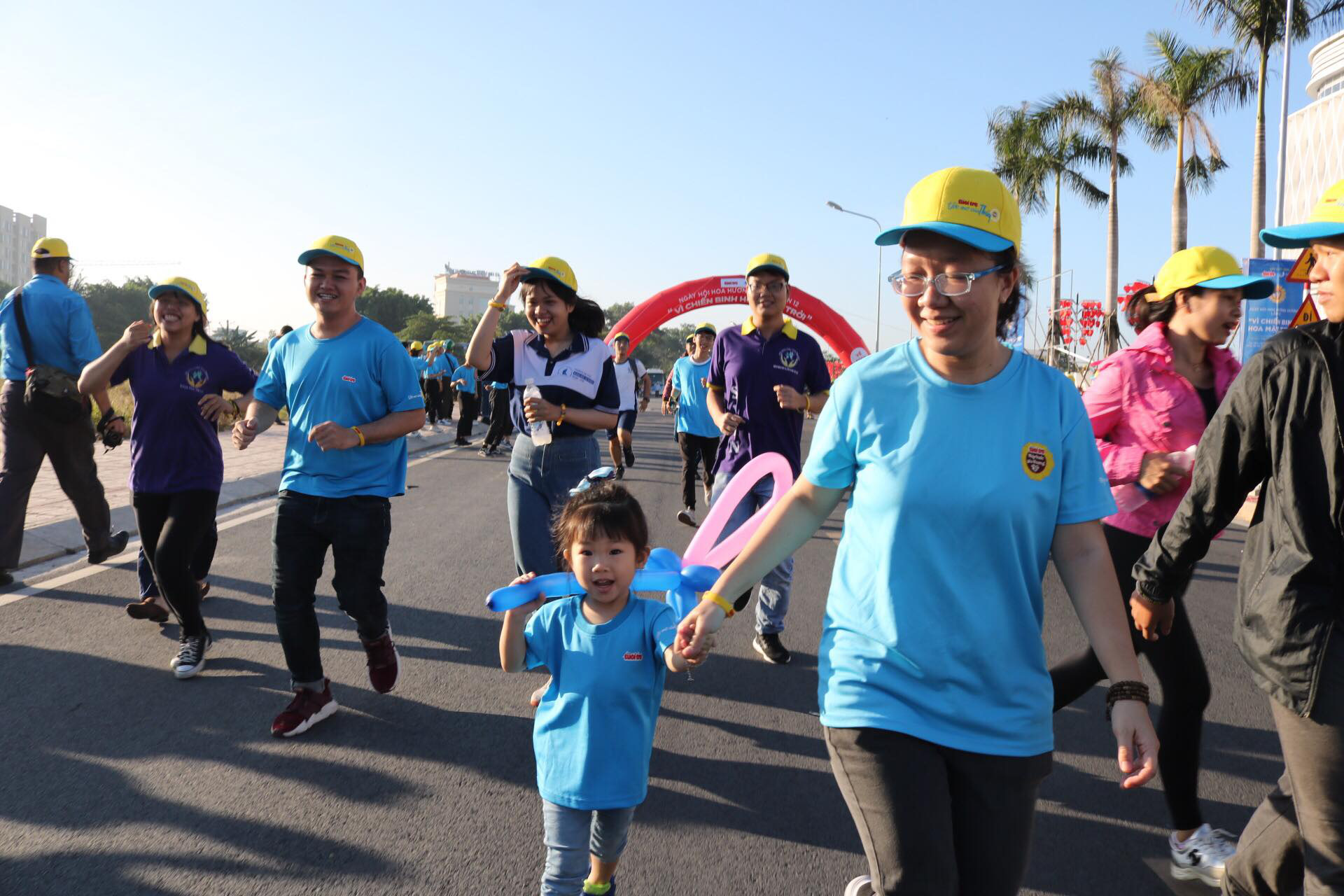 People of all ages take part in the run. Photo: Hoang An / Tuoi Tre