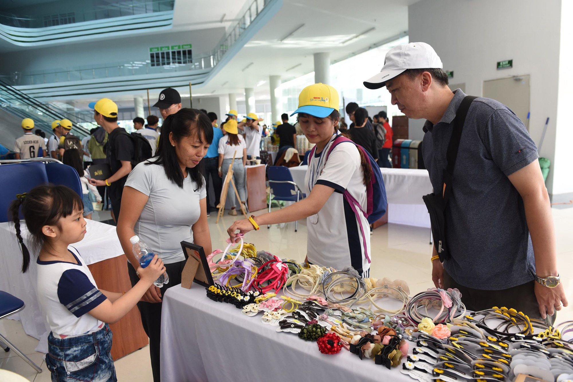 Souvenirs are sold to raise fund. Photo: Duyen Phan / Tuoi Tre