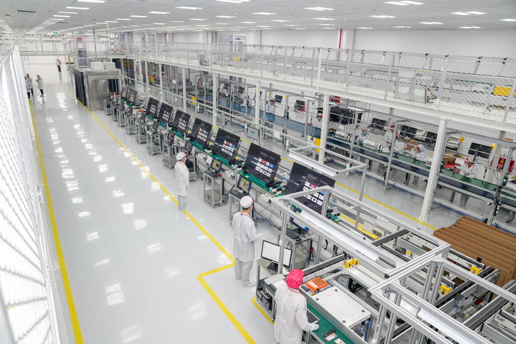 Vsmart televisions are manufactured at the factory of VinSmart. Photo: B.Chi / Tuoi Tre