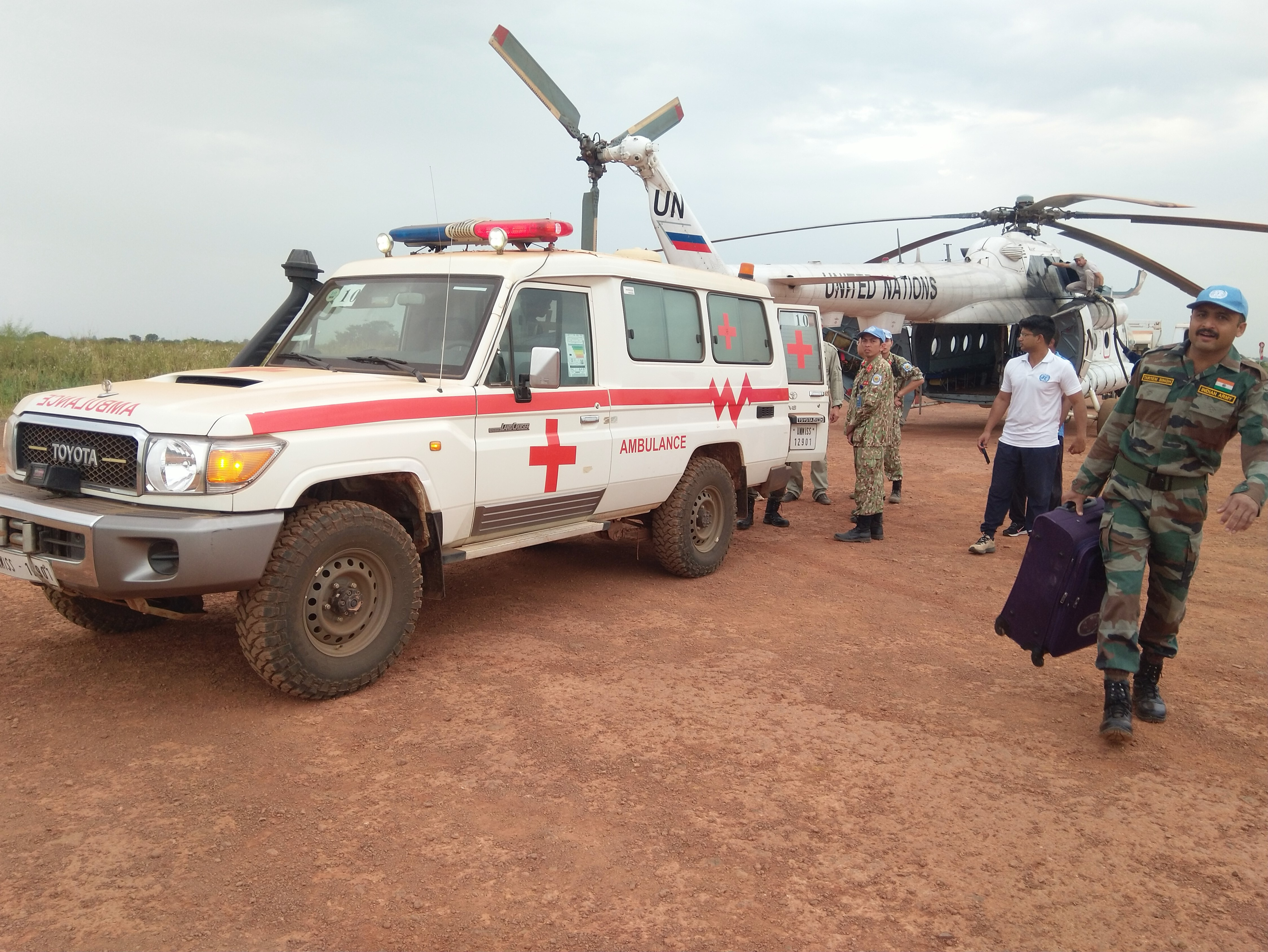 A helicopter is deployed to transport a patient in South Sudan, November 2019. Photo: Hong Van / Tuoi Tre News