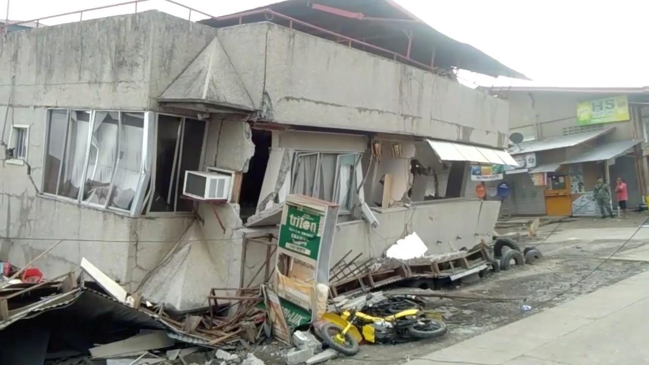 Philippines hunts for survivors after quake levels trade building
