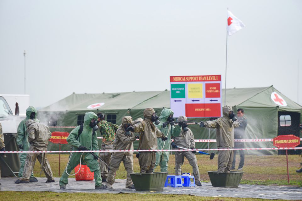The Vietnamese military's chemical corps members prepare to access the contaminated area of a mock chemical leak during a maiden disaster reponse exercise along the Vietnam-Cambodia border, December 18, 2019. Photo: Duyen Phan / Tuoi Tre