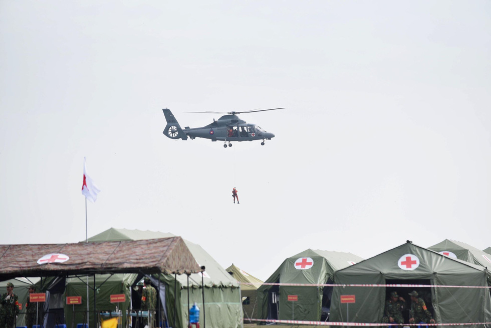 A helicopter is ready to provide ground support during a maiden disaster reponse exercise along the Vietnam-Cambodia border, December 18, 2019. Photo: Duyen Phan / Tuoi Tre