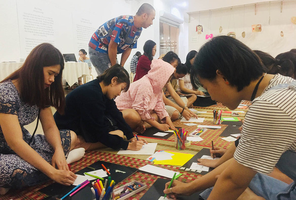Young people attend a mental health workshop hosted in conjunction with 'The Clearing' exhibition in Ho Chi Minh City in December 2019. Photo: Mai Thuy / Tuoi Tre