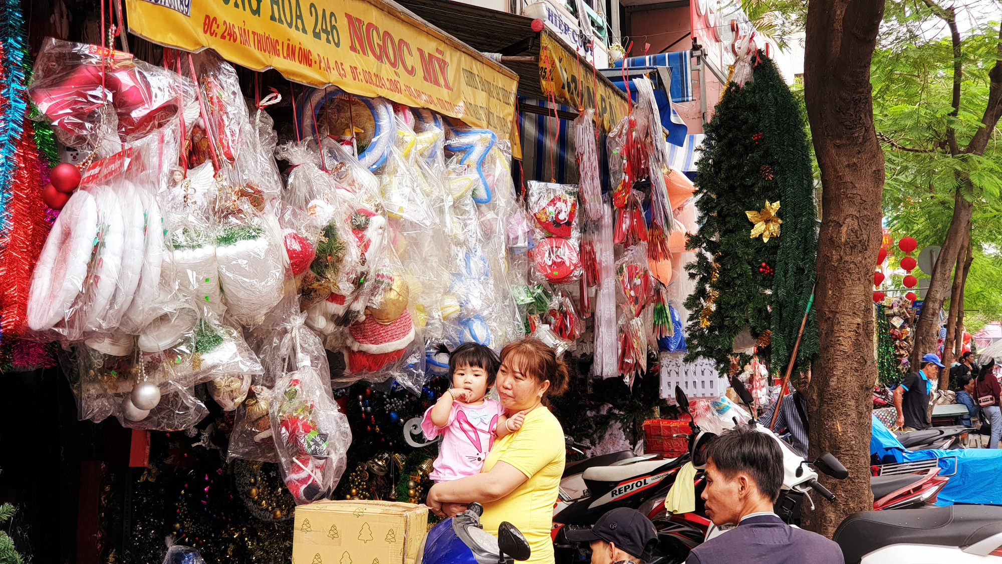 Christmas decorations are sold in Ho Chi Minh City. Photo: Bong Mai / Tuoi Tre