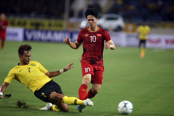 Vietnam's striker Nguyen Cong Phuong vies for possession in a Vietnam – Malaysia game at the World Cup 2022 qualifying round for Asia in 2019. Photo: N.K. / Tuoi Tre
