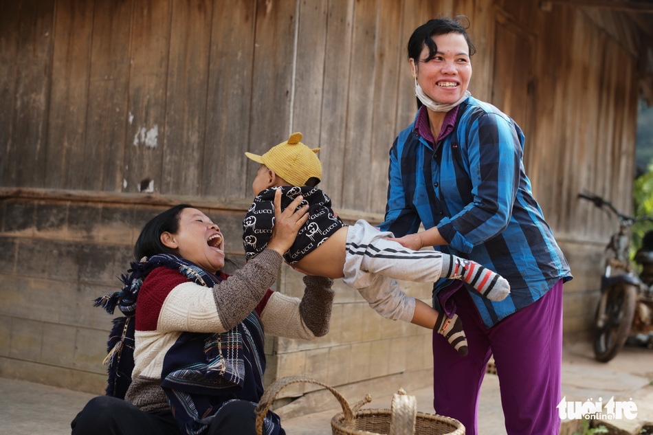 KoSa Sari (L), a 40-year-old woman of the K'Ho ethnic group in Dung Kno Commune in Lac Duong District with her 1-year-old son Kha Lech
