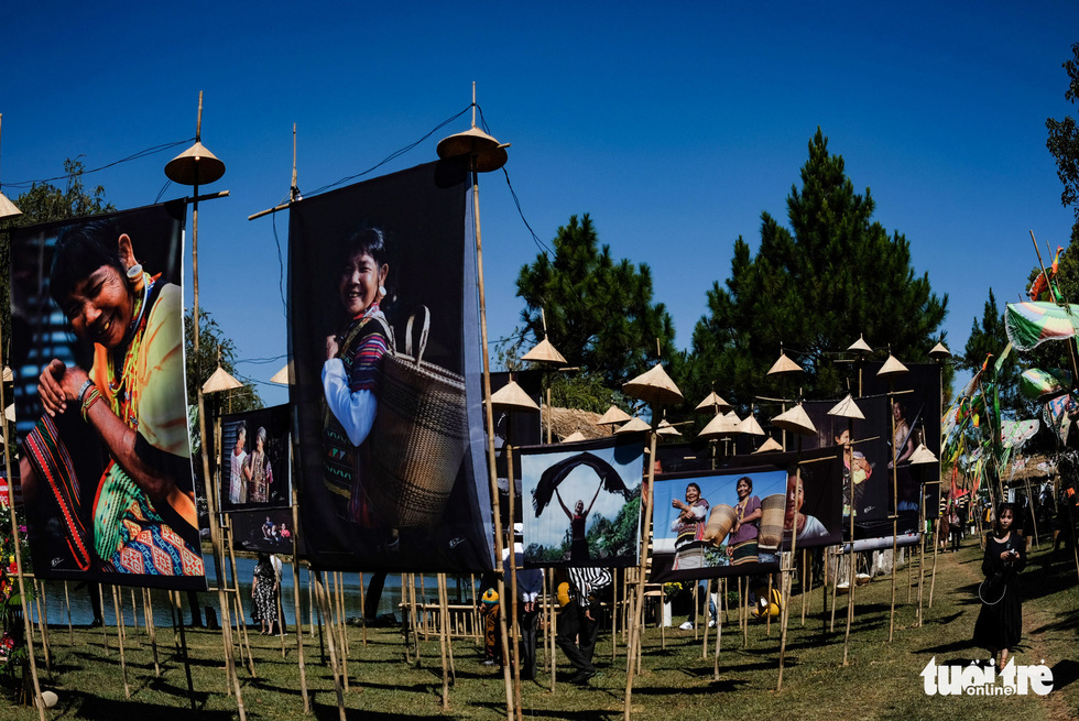 Photos printed on silk are on display at an outdoor exhibition in Da Lat in the Central Highlands of Lam Dong. Photo: M. Vinh / Tuoi Tre