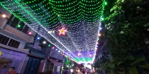 Christmas lights adorn a street in Tan Phu District. Photo: V.N.A / Tuoi Tre