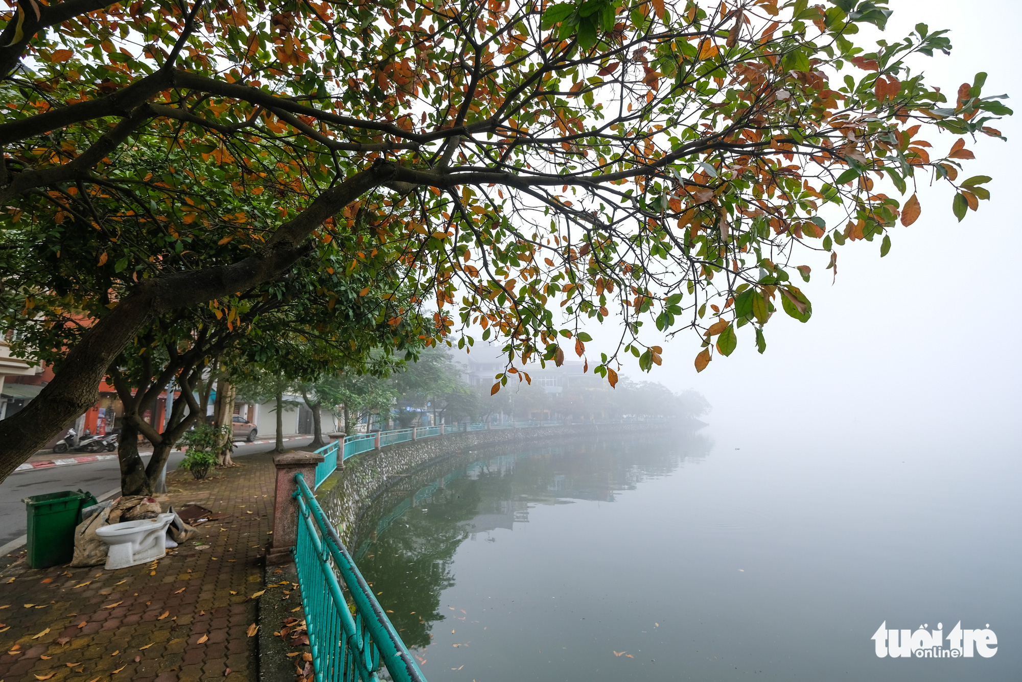 Fog envelops the Hanoi sky on December 24, 2019.