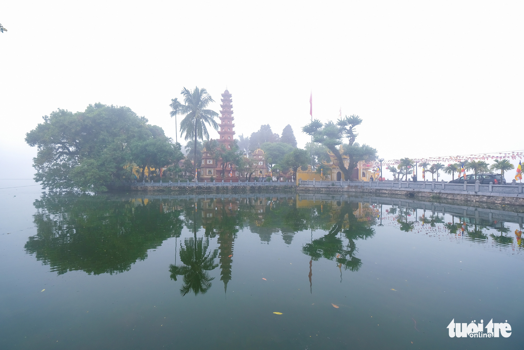 Tran Quoc Pagoda in the middle of Ho Tay (West Lake).
