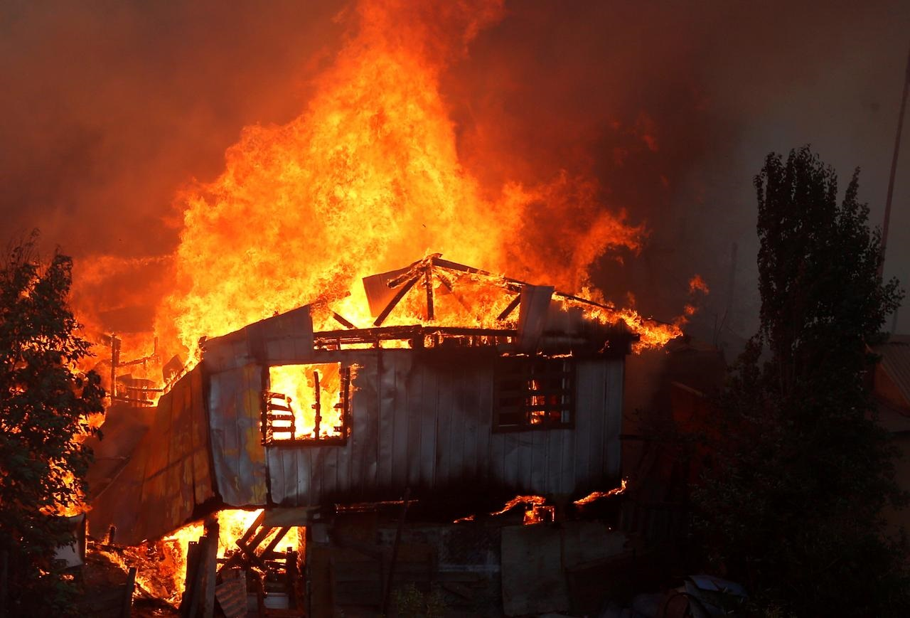 Fire in Chilean city of Valparaíso destroys about 50 homes: firefighters