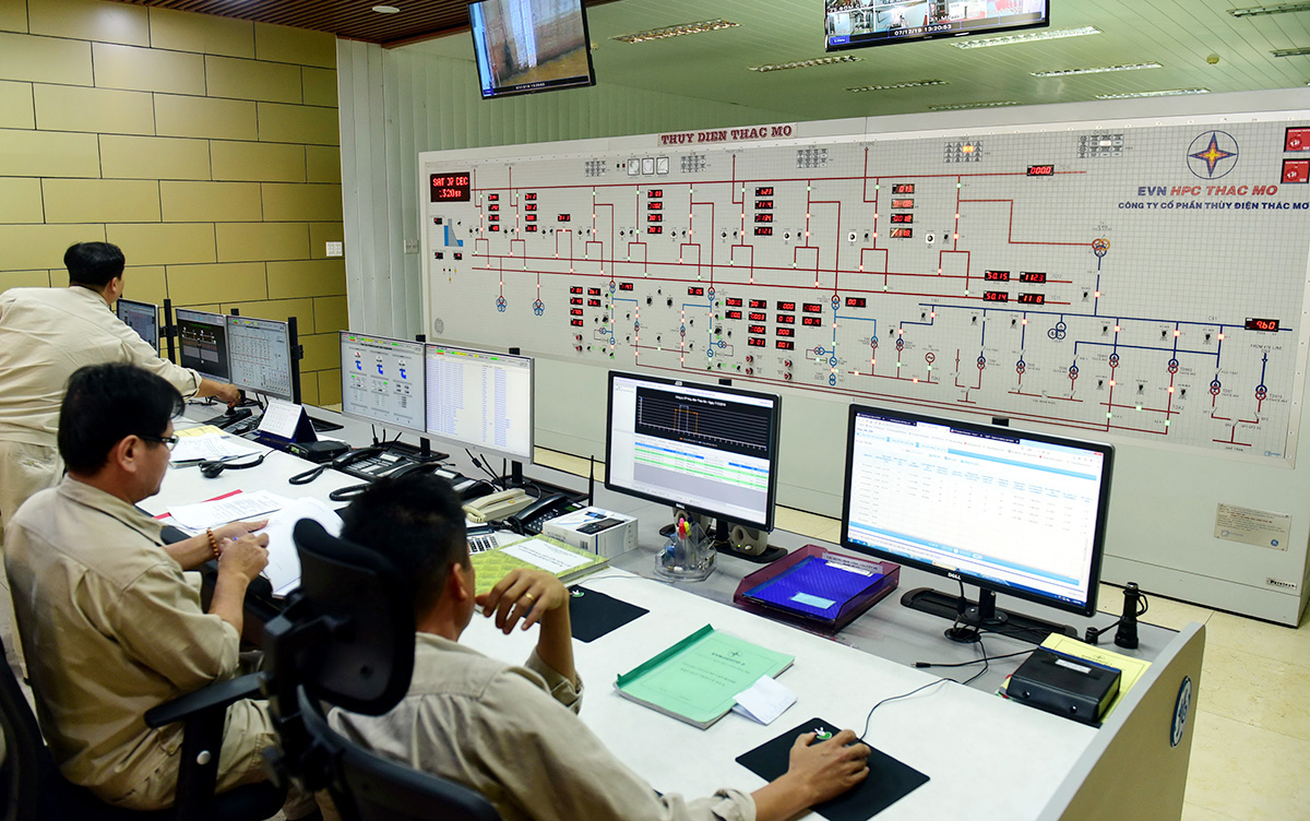 'That's an order': PM tells Vietnam Electricity to end power shortage