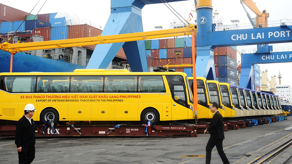 The Thaco buses are exported to the Philippines via Chu Lai Port.