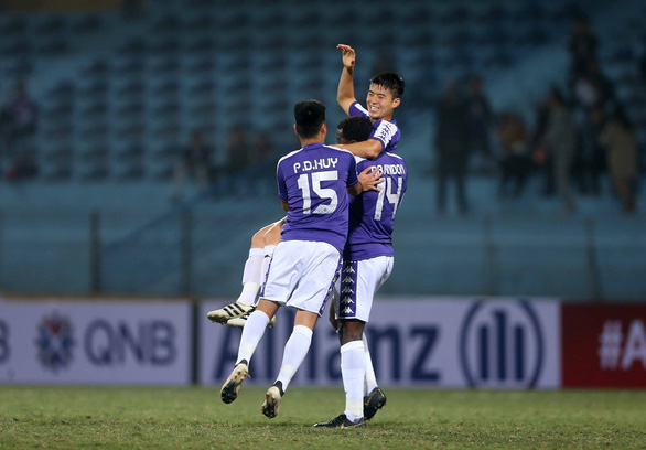 Vietnam's Hanoi FC players celebrate after scoring a goal during their 2019 AFC Cup match against Cambodia's Nagaworld FC in Hanoi on February 26, 2019. Photo: Nam Khanh / Tuoi Tre
