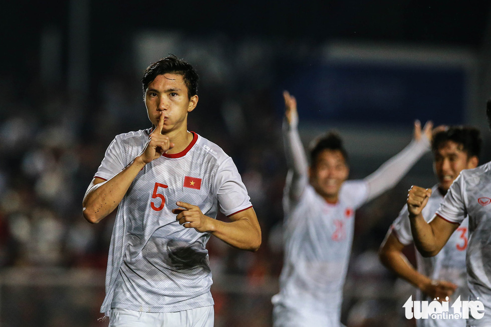 Vietnam's Doan Van Hau celebrates scoring the third goal in the finale against Indonesia of men's football at the 2019 Southeast Asian Games in the Philippines, December 10, 2019. Photo: Nguyen Khoi / Tuoi Tre