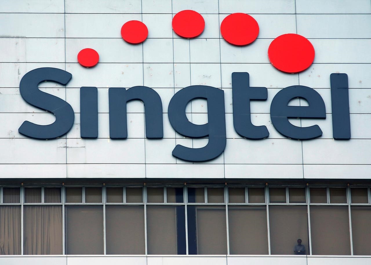 Singtel to team up with Grab for Singapore digital bank licence
