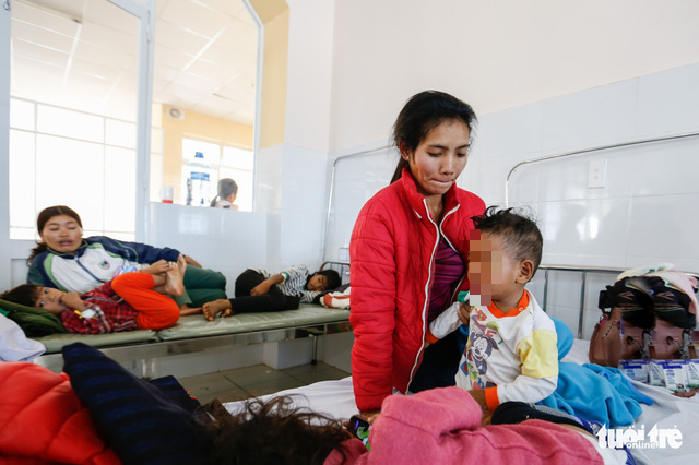 Children are hospitalized at the Lam Dong Children's Hospital in the Central Highlands province of Lam Dong, Vietnam on December 29, 2019. Photo: M. Vinh / Tuoi Tre