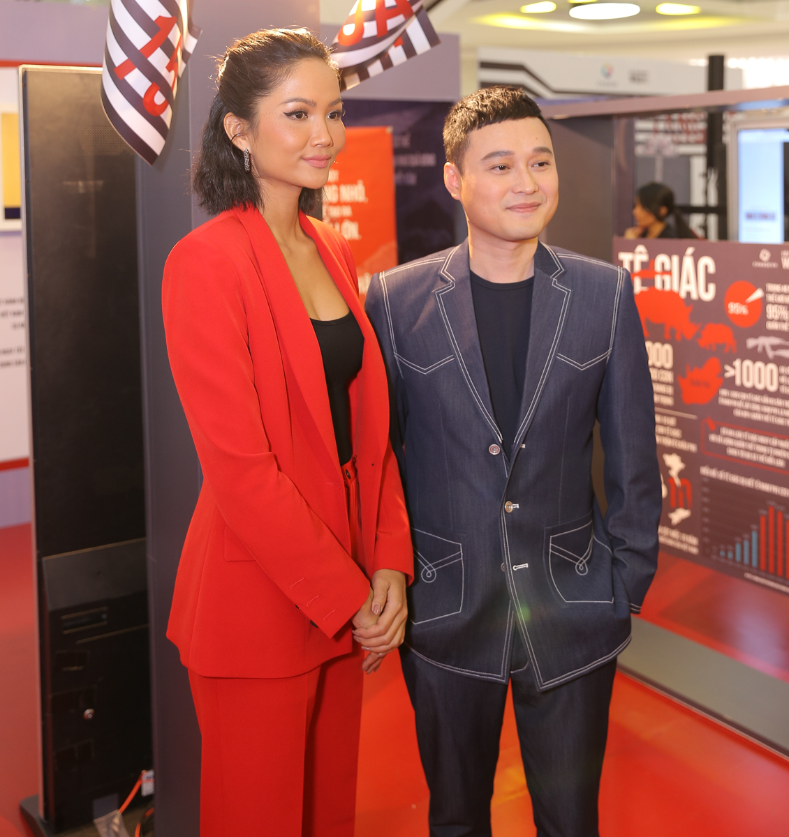 Singer Quang Vinh (R) and Miss Universe Vietnam 2017 H'Hen Nie attend an event of the 'Buy 1 Get 15' campaign against illegal wildlife trafficking in Ho Chi Minh City on December 30, 2019. Photo: CHANGE