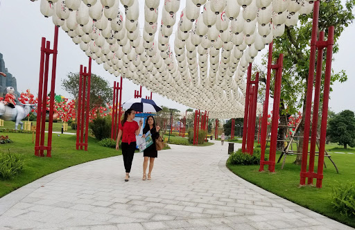 Residents stroll along an outdoor walkway within an apartment complex in Hanoi. Photo: V. Tuan / Tuoi Tre