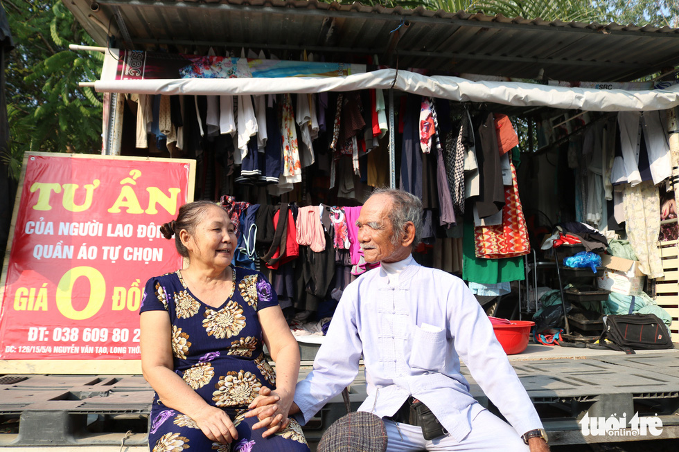 Ho Chi Minh City couple 'sell' $0 clothes to needy workers