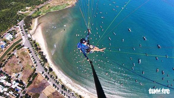 A man paraglides over Son Tra Peninsula in the central city of Da Nang. Photo: Tuoi Tre