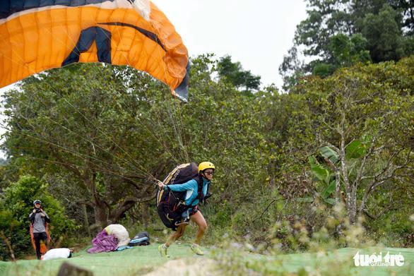 A paraglider takes off. Photo: Tuoi Tre