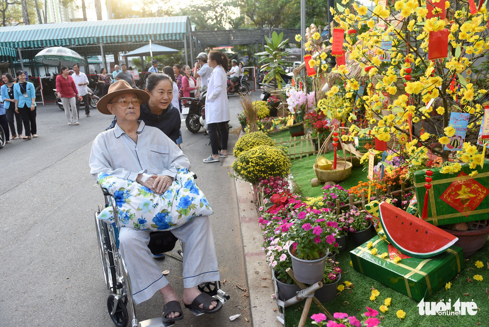 Floral relief: Ho Chi Minh City hospital opens 'flower road' to welcome Lunar New Year