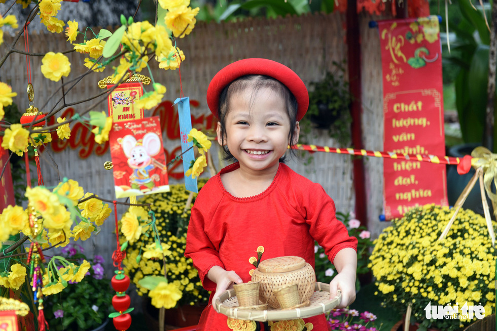 A girl smiles along the 'flower road' at Cho Ray Hospital in Ho Chi Minh City. Photo: Duyen Phan / Tuoi Tre