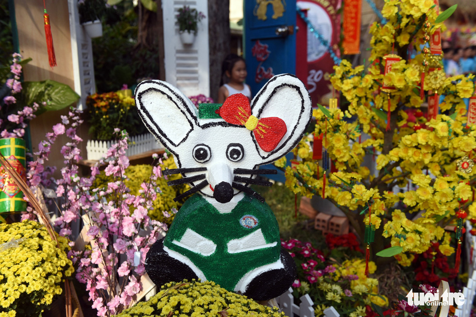 A rat model is placed among floral arrangements along the 'flower road' at Cho Ray Hospital in Ho Chi Minh City. Photo: Duyen Phan / Tuoi Tre