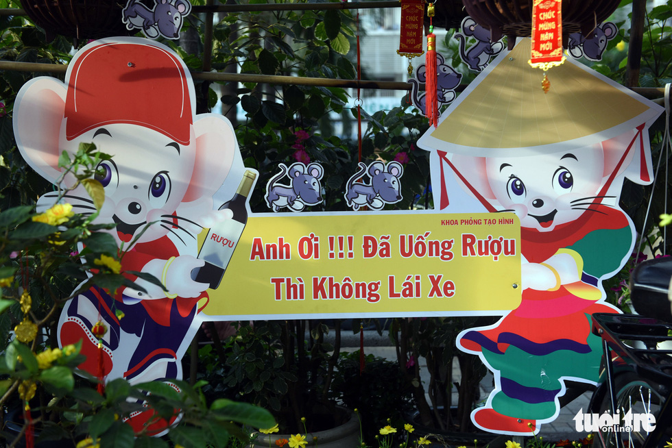 A sign against drunk driving is hung along the 'flower road' at Cho Ray Hospital in Ho Chi Minh City. Photo: Duyen Phan / Tuoi Tre
