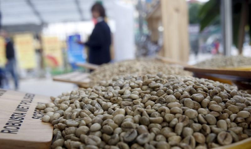 Vietnam coffee prices fall in line with weak London; trade picks up in Indonesia