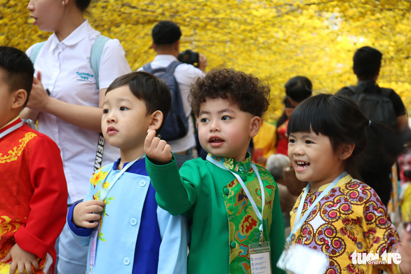 Kids excitedly explore the festival with their teachers and friends. Photo: Hoang An/ Tuoi Tre