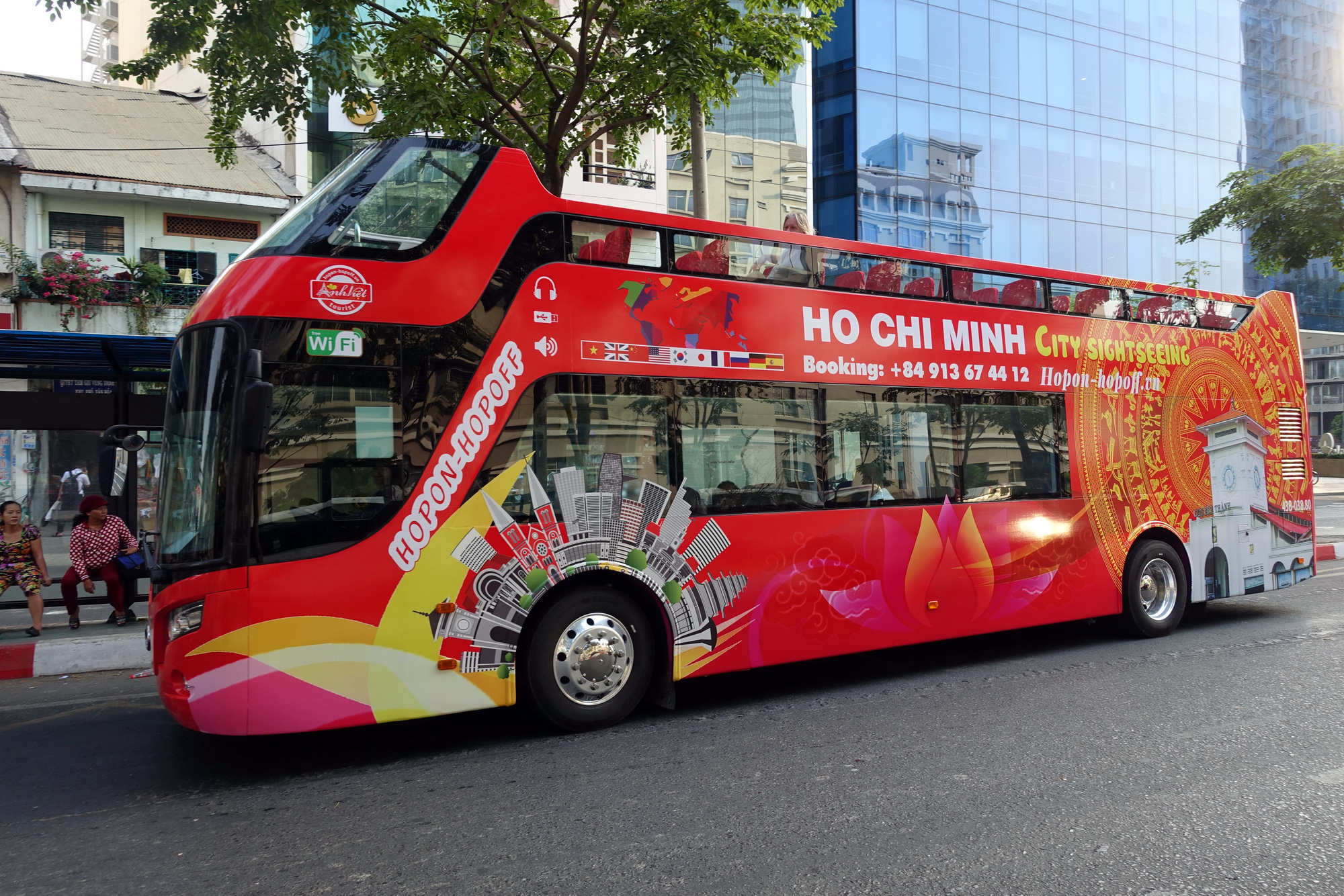 Ho Chi Minh City to launch hop on-hop off bus service next week