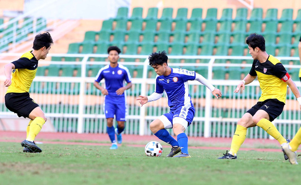 V-League 1 runners-up lose friendly against S.Korean club in star striker's debut