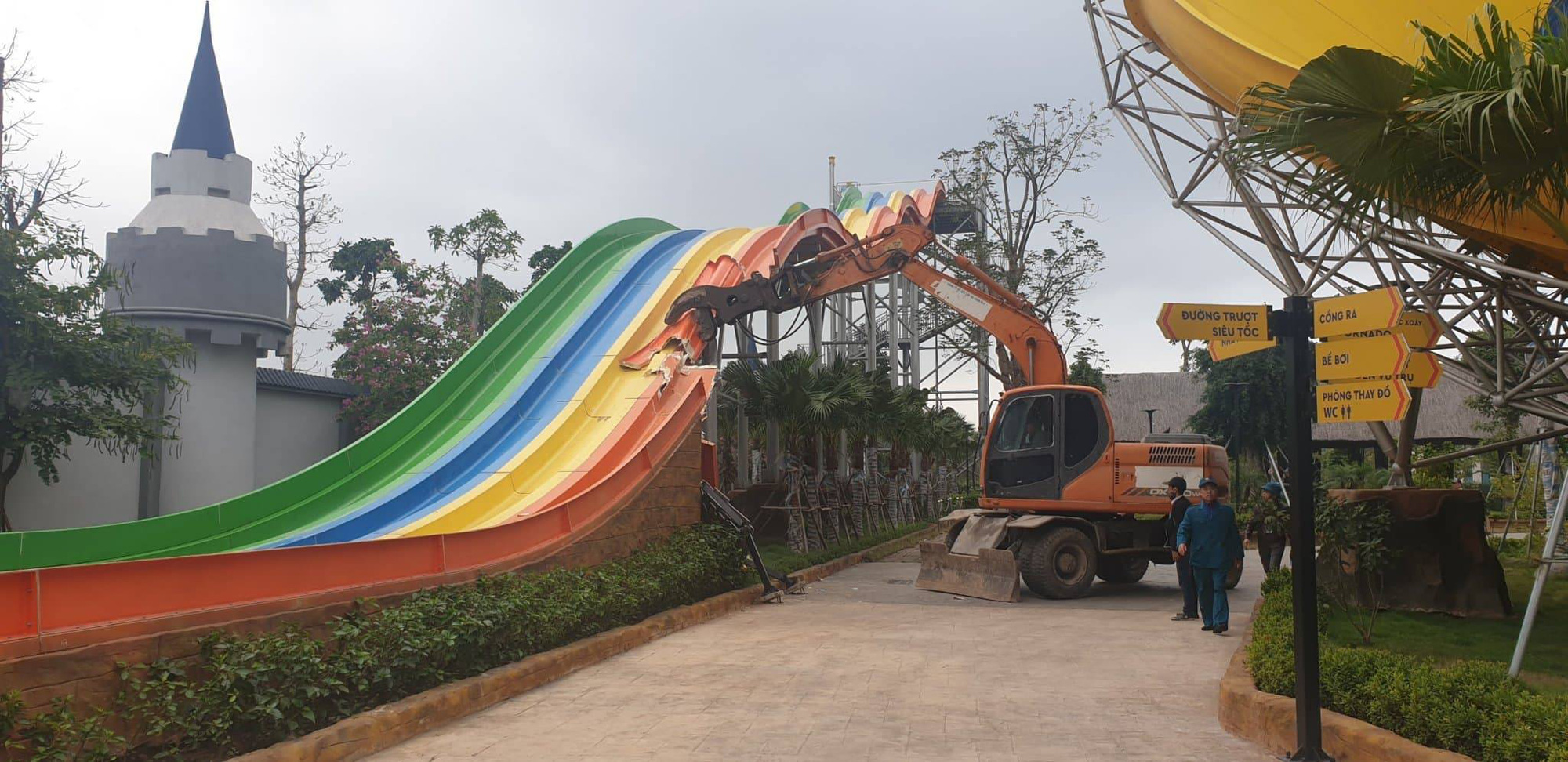 Hanoi's largest water park demolished 6 months after opening