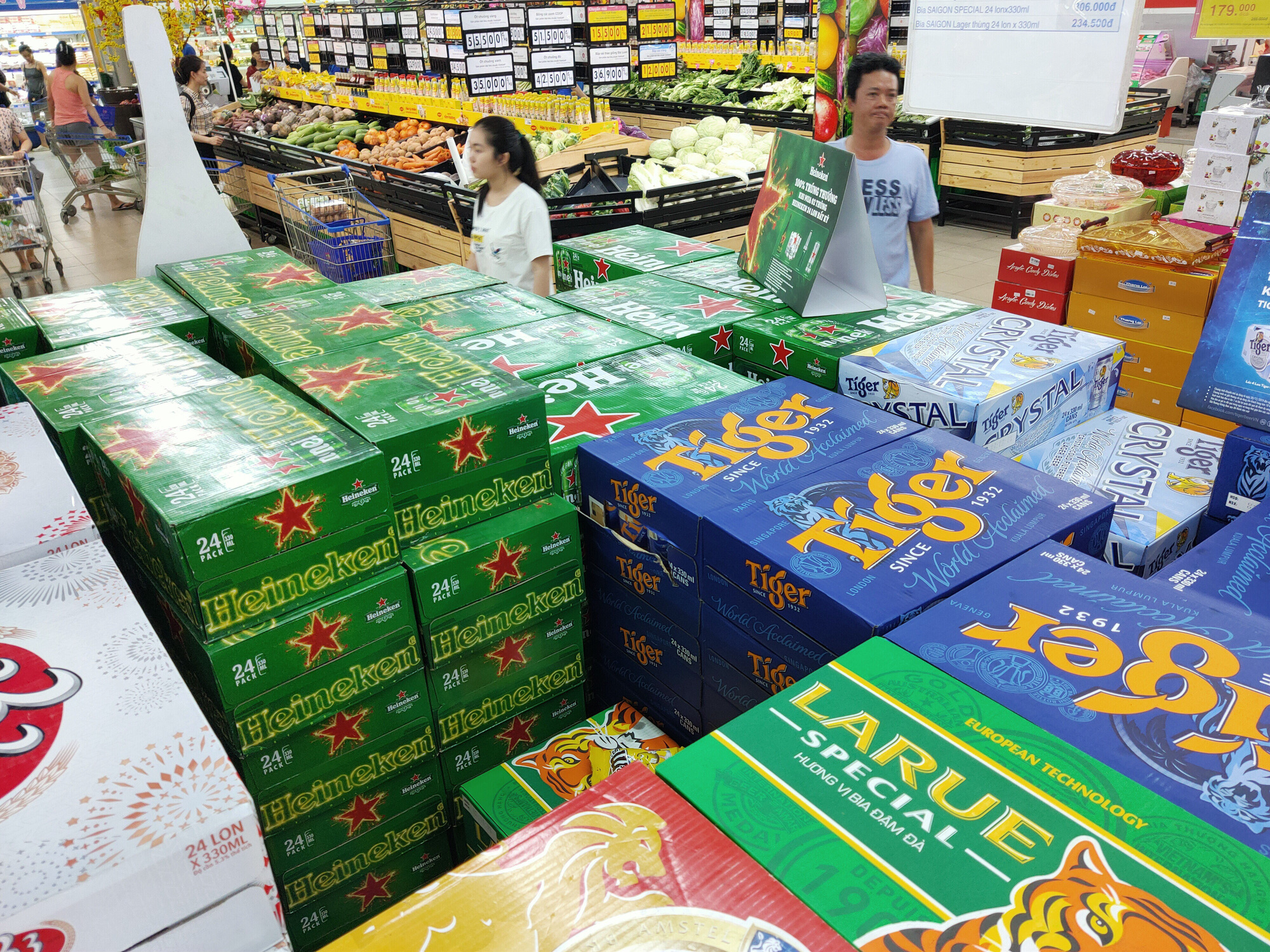 Decline in purchases causes beer prices to plummet in Vietnam